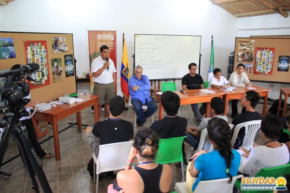 inauguración del taller inicial access fundar - 44 becarios estudiarán idioma inglés